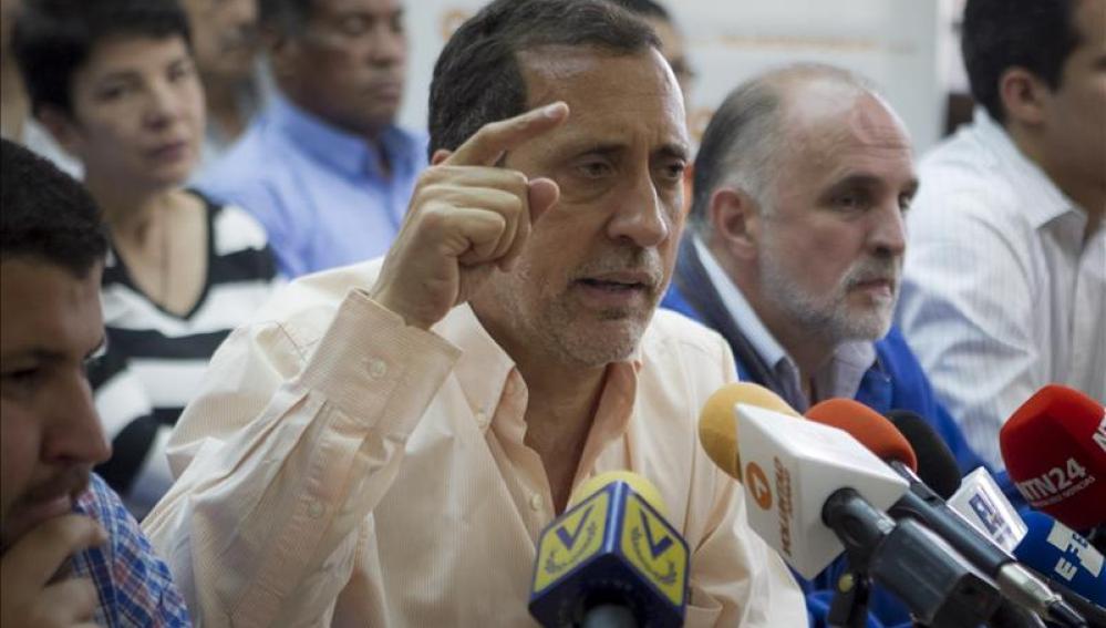 El presidente de la comisión encargada de evaluar el decreto de emergencia, el opositor José Guerra