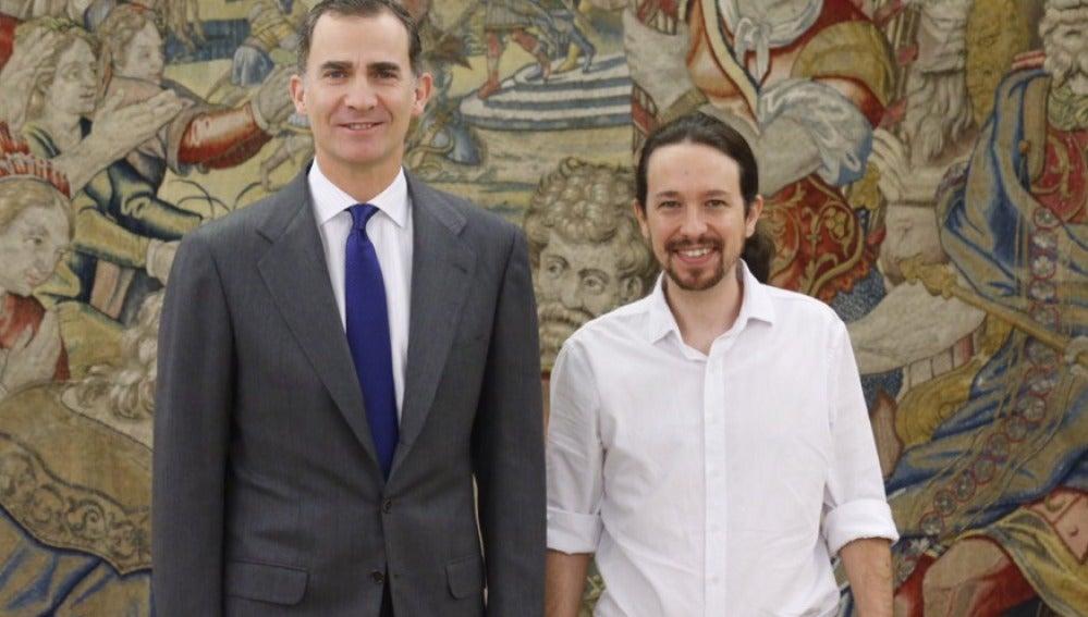 Pablo Iglesias posa en Zarzuela junto a Felipe VI