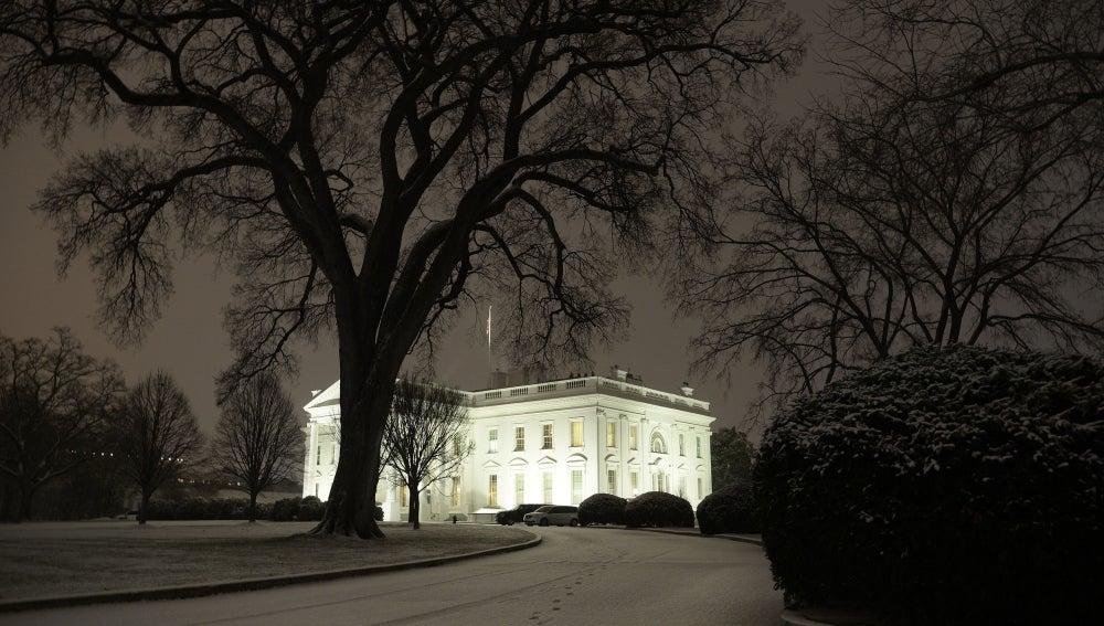 La nieve rodea la Casa Blanca en Washington