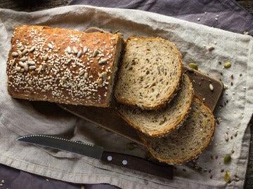 El salvado de trigo está en el pan hecho con harina integral.