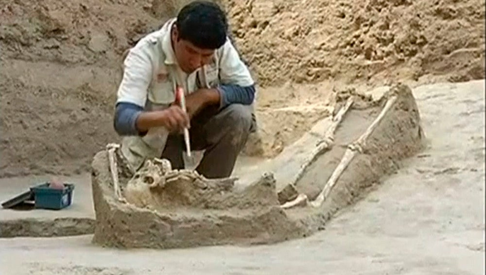 Uno de los cuerpos hallados en el centro ceremonial