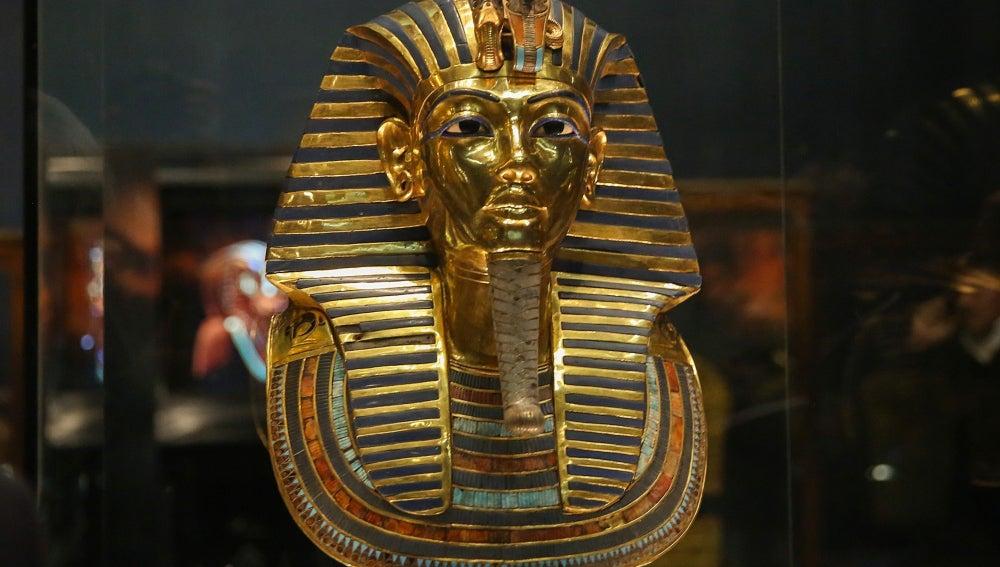 Máscara de oro de Tutankamón en el Museo de El Cairo