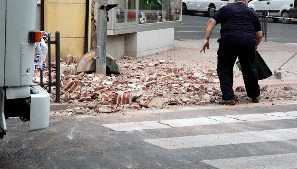 El terremoto causa daños en fachadas