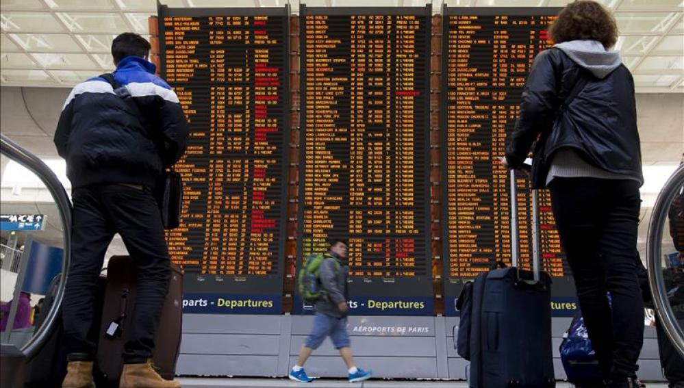 Pantallas del aeropuerto Charles de Gaulle, en París