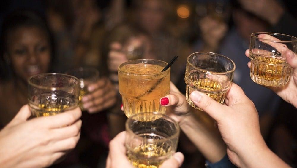 ¿Comes menos para beber más? Eres un 'drinkoréxico'