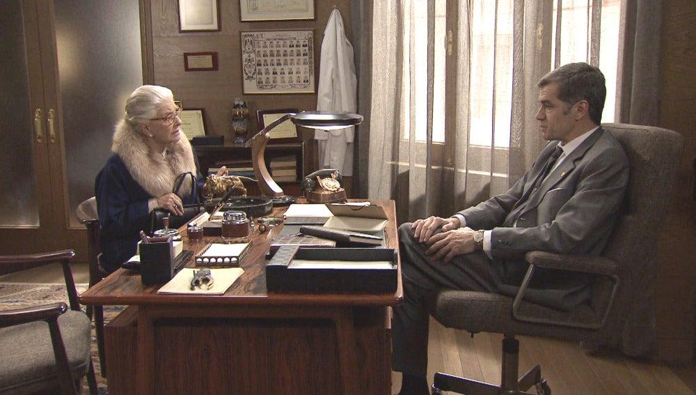 Martos presiona a Emilia para que le de información