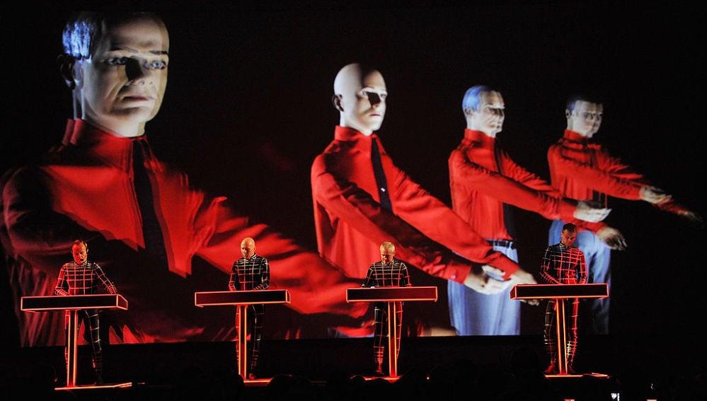 Actuación del grupo alemán Kraftwerk