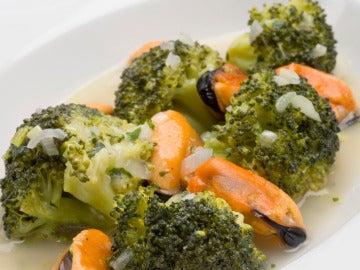 Brócoli y mejillones en salsa verde