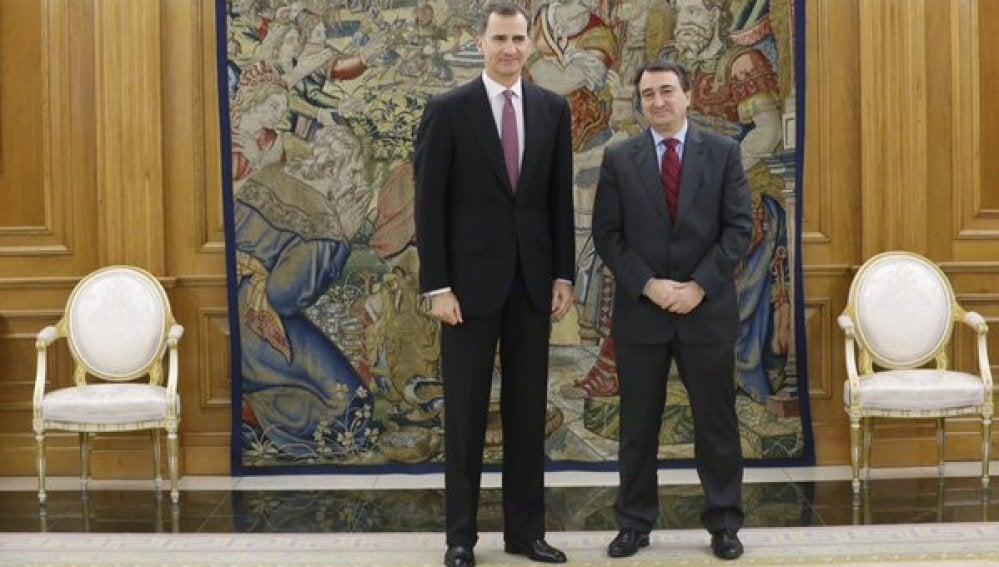 El Rey recibe al representante del PNV, Aitor Esteban