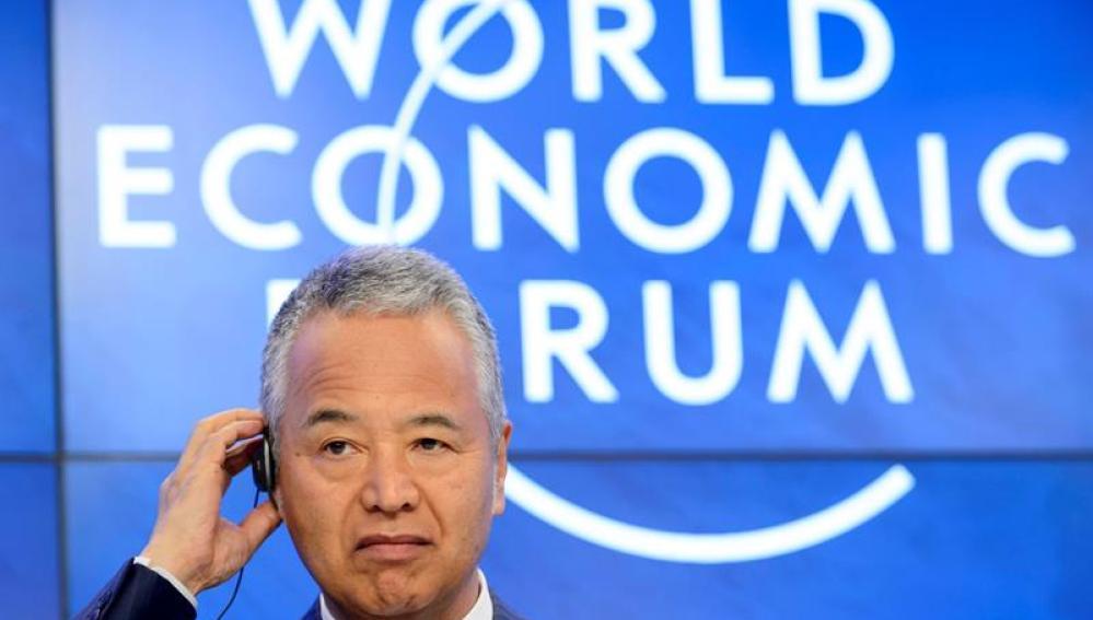 El ministro de Economía japonés, Akira Amari