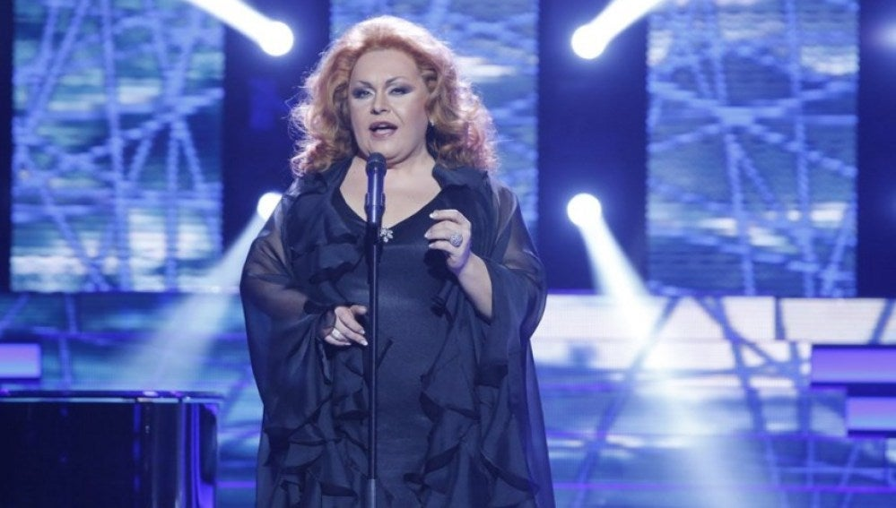 Falete se convierte en Rocío Jurado y canta 'Como una ola'