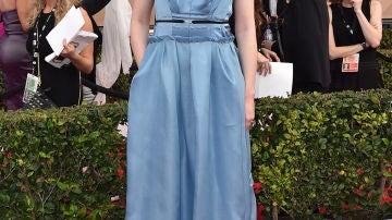 Gwendoline Christie apuesta por el color azul cielo