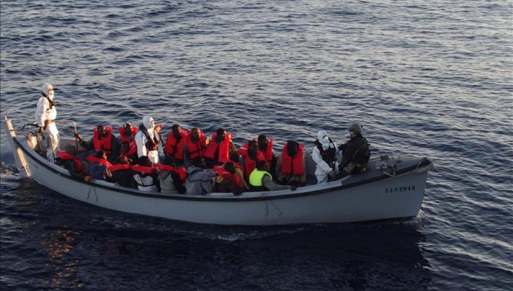 Un grupo de los 655 inmigrantes rescatados