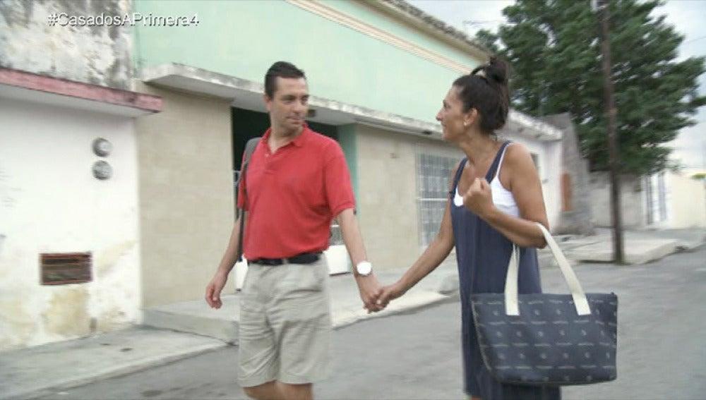 Mónica le pide perdón a Pedro y le propone empezar de cero