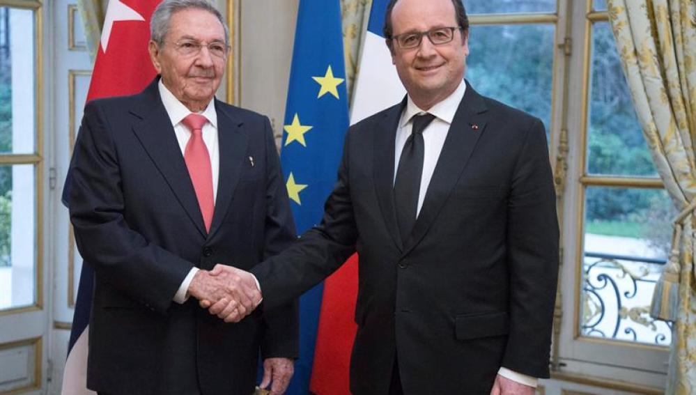 Hollande recibe a Castro