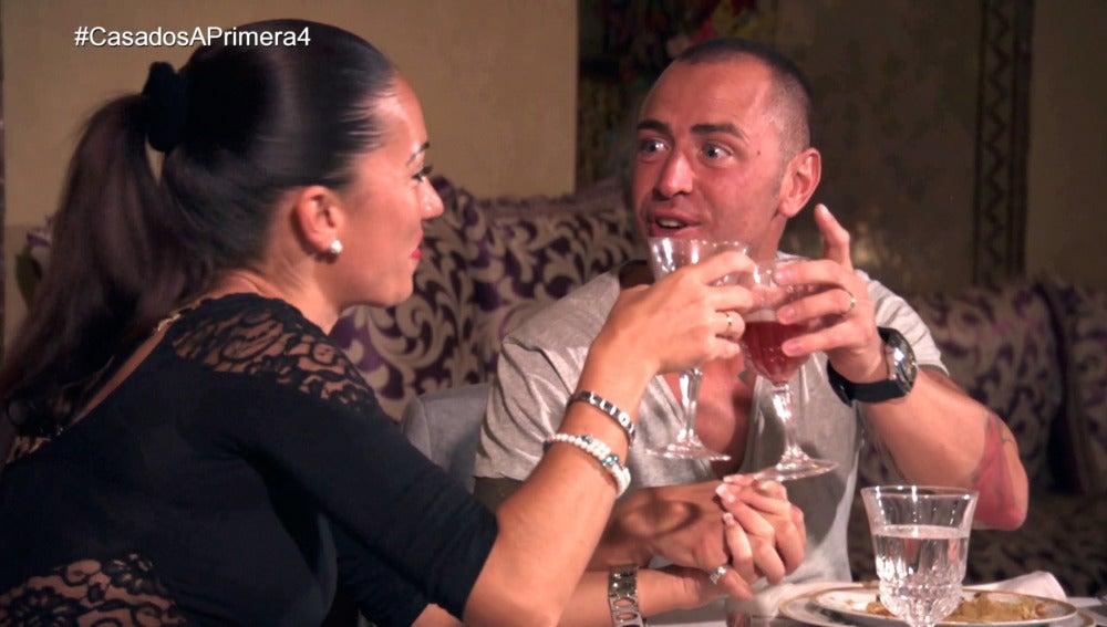 Jonathan y Sabrina brindan por el sexo