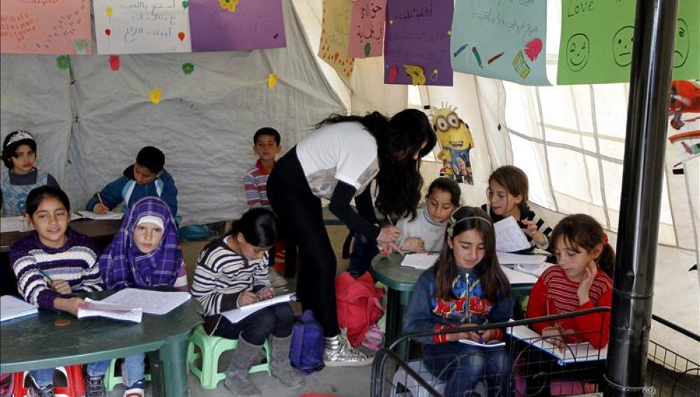 Niños refugiados sirios en una escuela de Unicef del asentamiento informal de Saadnayel, en Líbano