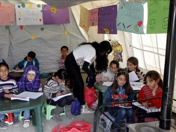Niños refugiados sirios en una escuela en Líbano