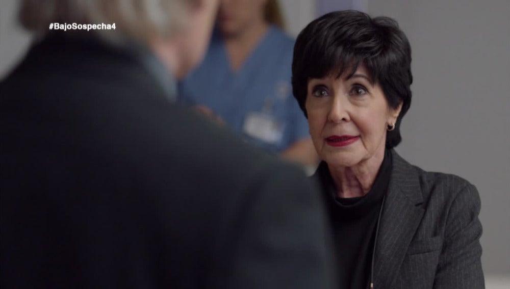 Adela no confía en el Comisario Casas