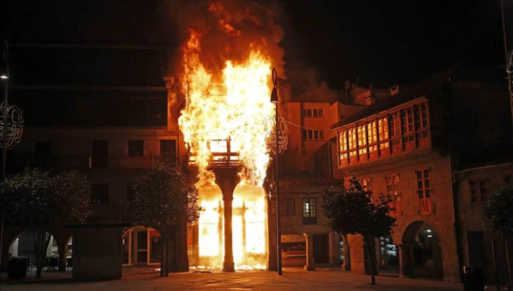 Incendio en un edificio en el centro de Pontevedra