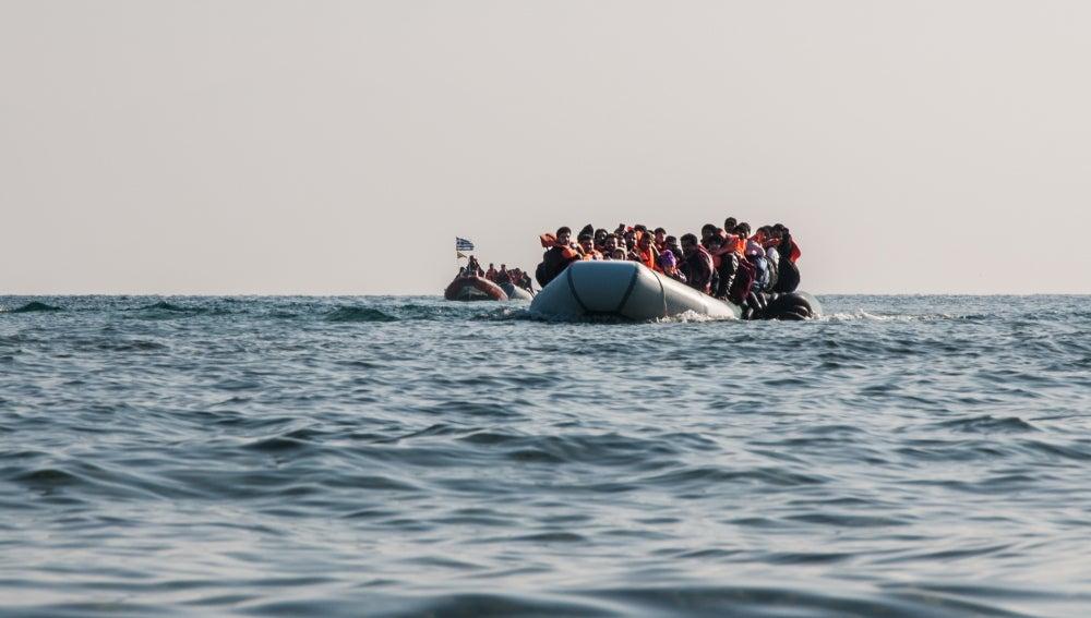 Refugiados llegando a la costa