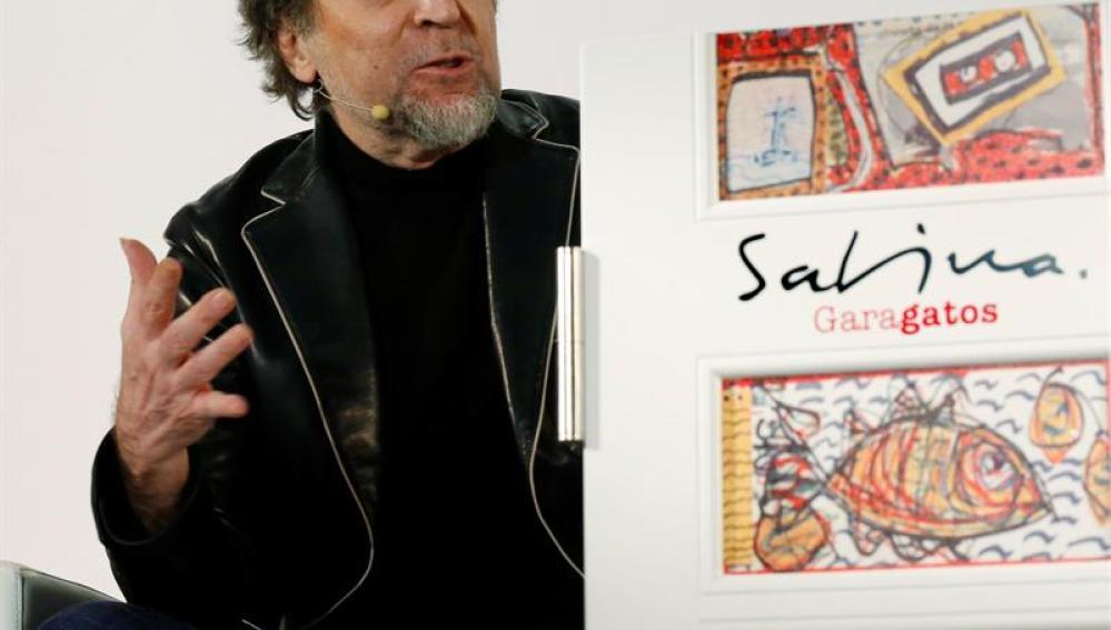 Sabina durante la presentación de su libro 'Garabatos'