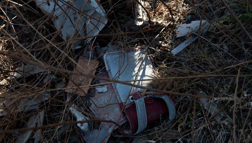 Pertenencias de un niño abandonadas tras el tsunami en Japón