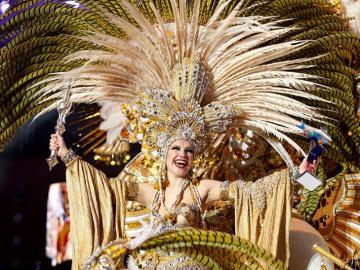 Cecilia Navarro Arteaga tras ser proclamada Reina del Carnaval de Santa Cruz de Tenerife,
