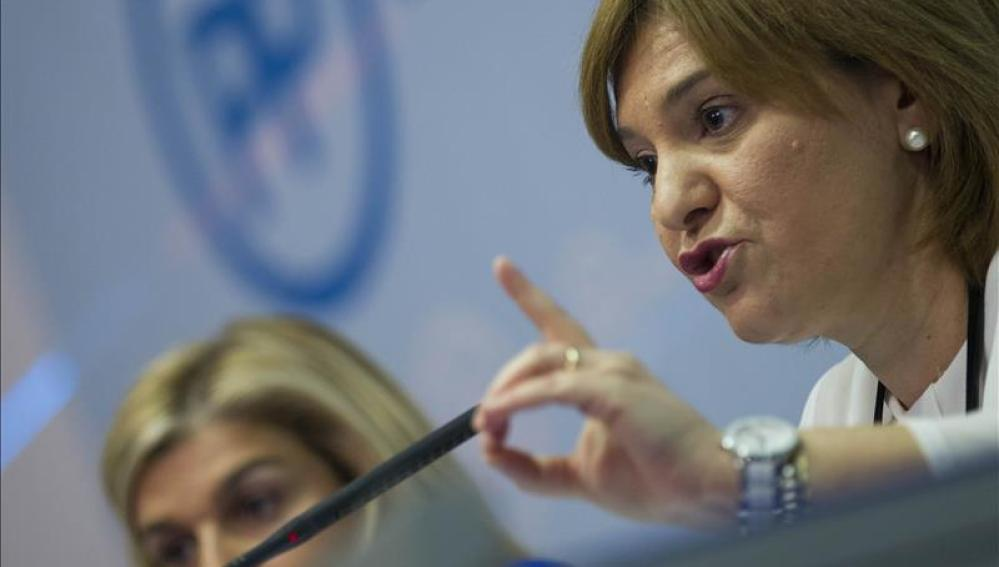La presidenta del PPVC, Isabel Bonig, comparece ante los medios