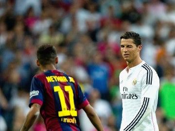 Cristiano Ronaldo y Neymar durante un Real Madrid - Barcelona
