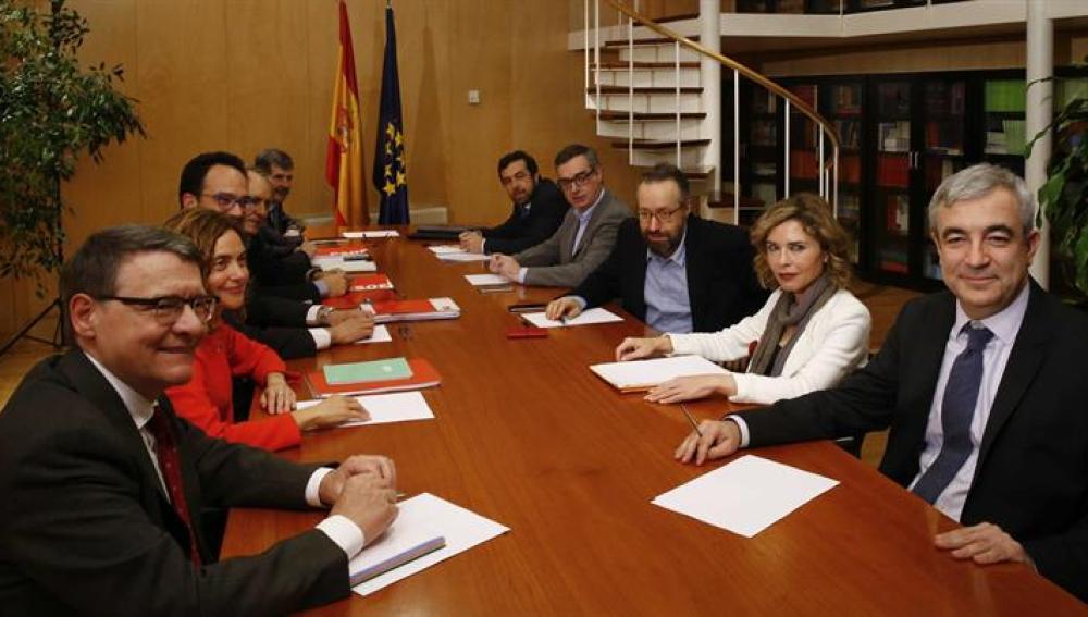 Reunión de los equipos negociadores del PSOE y Ciudadanos