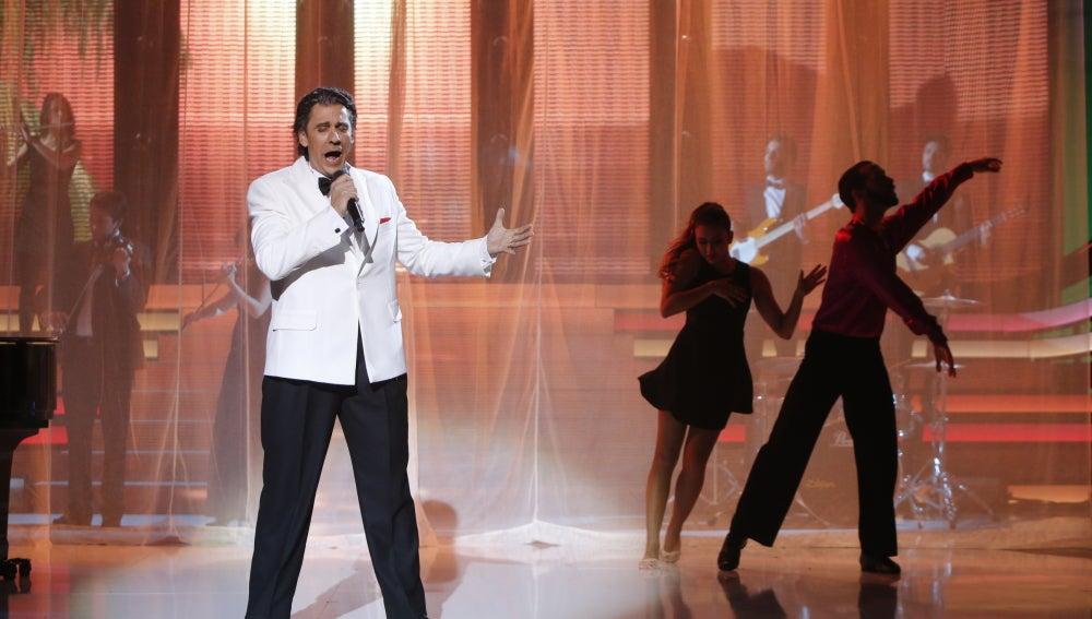 Guillermo Martín se mete en la piel de Plácido Domingo con su canción 'María bonita'