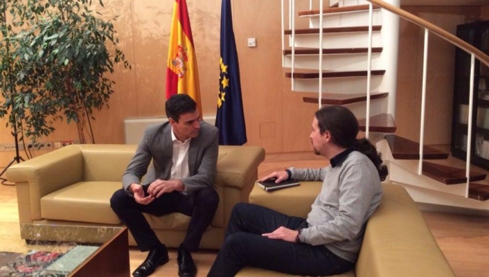 Sánchez e Iglesias momentos antes a su reunión