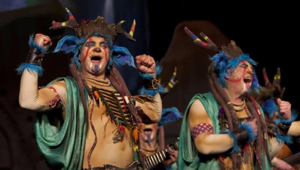 """La comparsa """"El Creador"""" durante la final del Concurso Oficial de Agrupaciones Carnavalescas"""