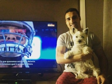 Sergio Asenjo viendo la Super Bowl 2016