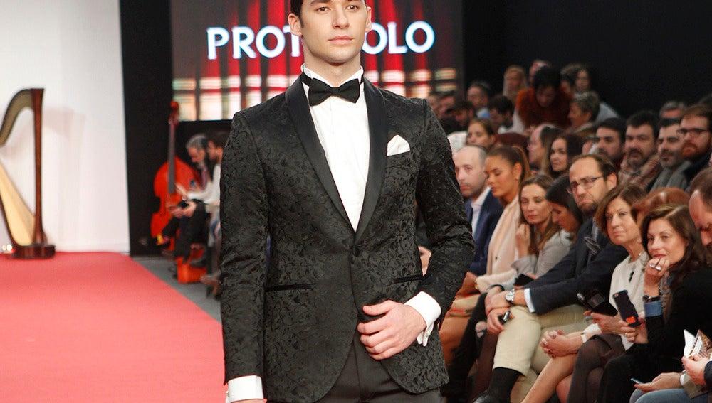 Cristian Ostarcevic, hijo de Norma Duval, es modelo