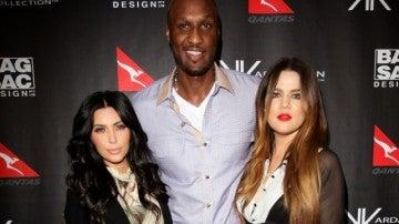 Kim y Khloé Kardashian con Lamar Odom