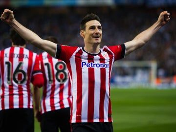 Aduriz celebrando un gol con el Athletic Club