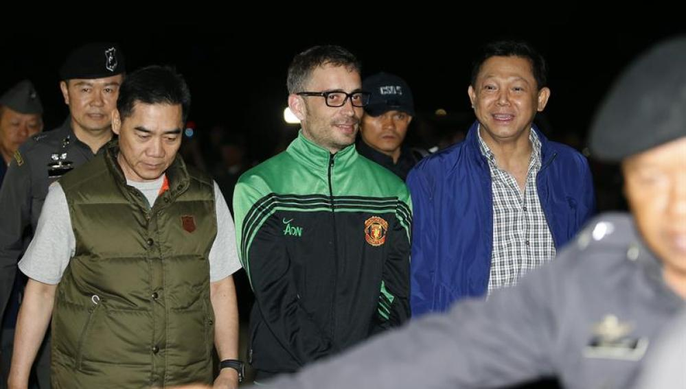 El principal sospechoso del asesinato del empresario español llega a Bangkok