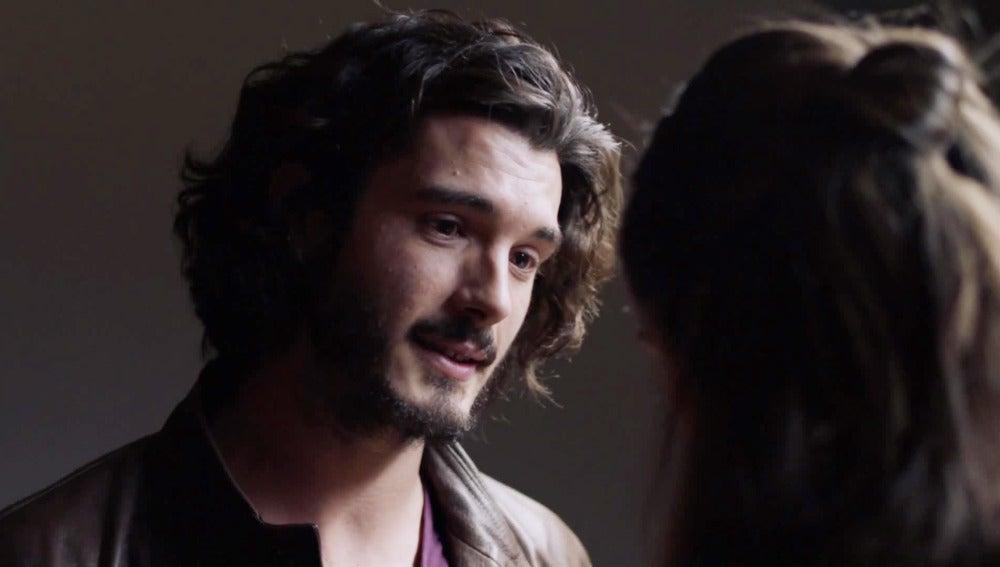 Víctor convence a Belén para que no le delate