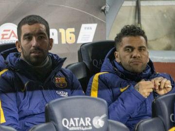 Arda y Alves, en el banquillo del FC Barcelona