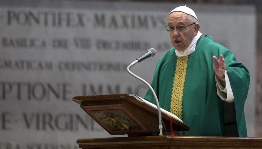 El papa Francisco oficia una misa para los frailes capuchinos en la basílica de San Pedro