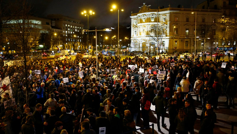 Alrededor de 200 personas se concentran en Madrid