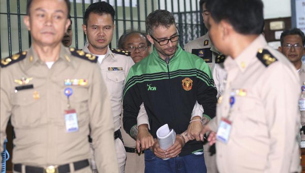 La policía tailandesa escolta al español Artur Segarra
