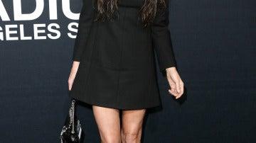 Demi Moore, con mini negro con botines