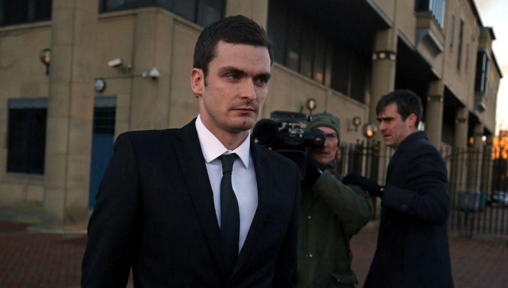Adam Johnson tras comparecer ante el juez