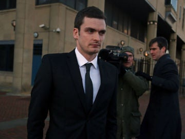 Adam Johnson tras comparecer ante el juez