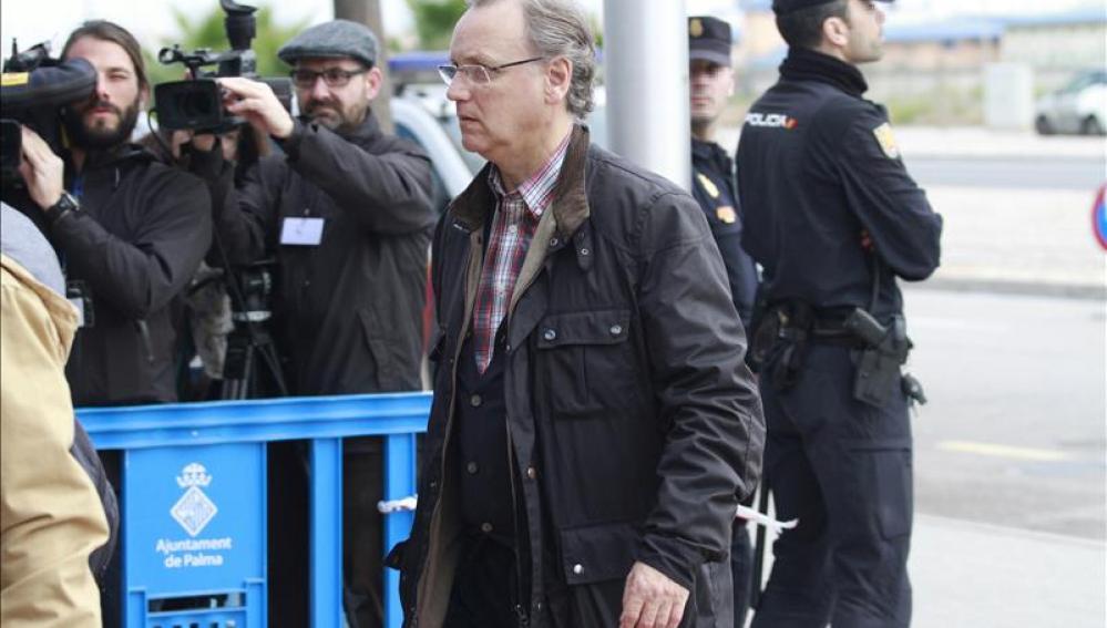 El excontable de Nóos Marco Antonio Tejeiro, a su llegada esta mañana a la quinta jornada del juicio por el caso Nóos