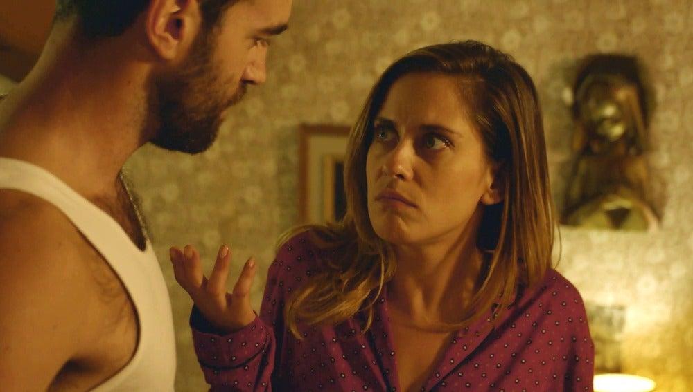 Iñaki está preocupado por no satisfacer a Carmen en la cama
