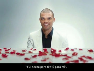 Pepe, su faceta más sentimental en San Valentín